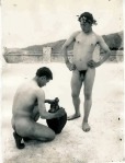 due ragazzi nudi